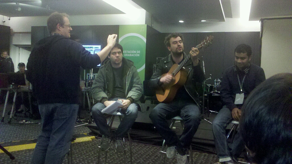 Improvisación de Jon McClure mientras Andrew Dubber filma.