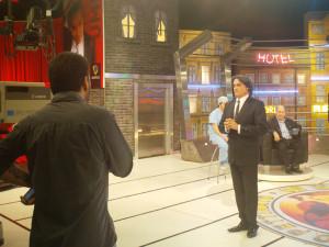 Sebastián Mendez (de espaldas) produciendo Un Mundo Perfecto.